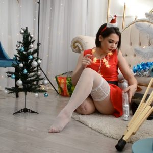 Amputee Alice: Sexy Santa Girl!