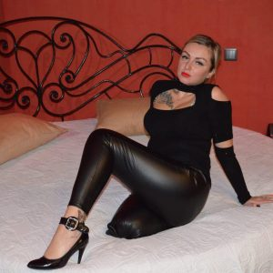 Amputee Carolina: Sexy Kitty, leather pants! (part 1)