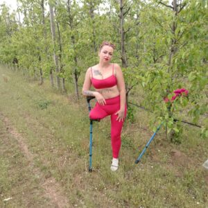 Amputee Carolina: Red leggins!