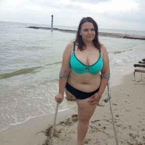 Amputee Plumpy: The prettiest girl on the beach!!!